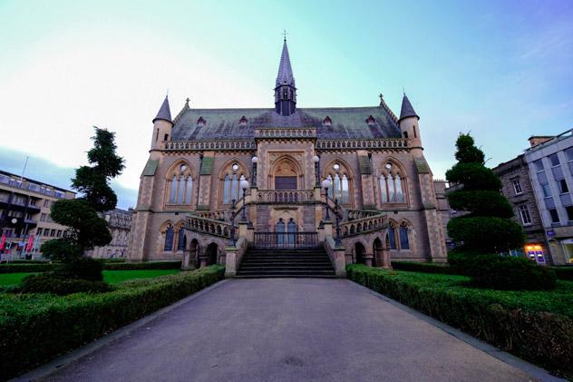 El McManus es un museo multitemático que ocupa un bello edificio del s. XIX, Dundee, Esocia © c.muangkeaw / Shutterstock