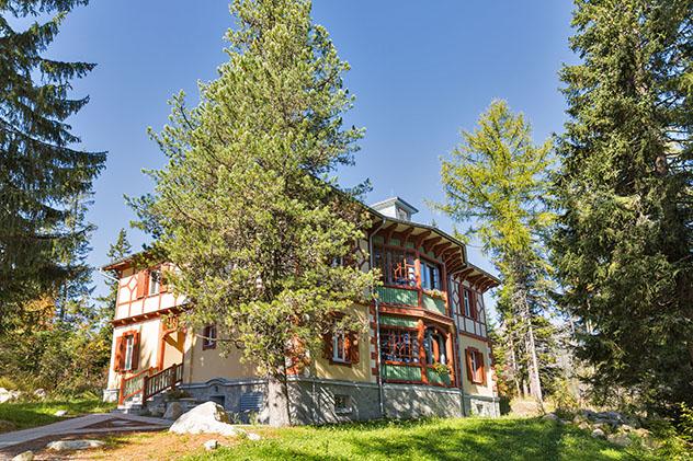 Casa de madera cerca del lago Štrbské pleso, Alto Tatra, Eslovaquia © Sergiy Palamarchuk / Shutterstock
