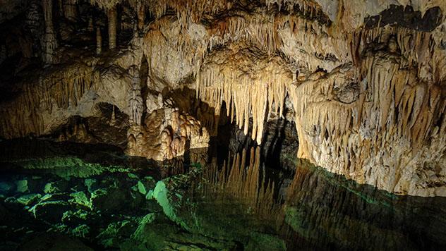 Interior de la Belianska jaskyňa, una fascinante atracción subterránea, Alto Tatra, Eslovaquia © kocsik / Shutterstock
