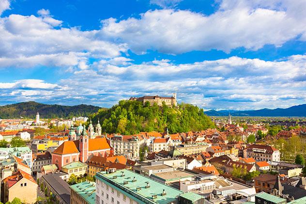 Panorama de la capital eslovena, Liubliana, con el castillo en la cima © Matej Kastelic / 500px