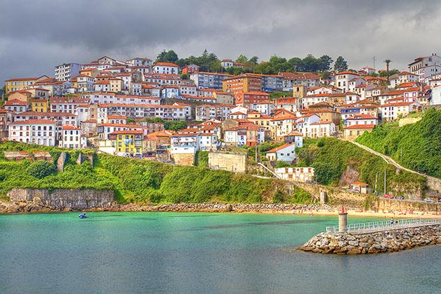 Lastres, pueblo de costa de Asturias, España