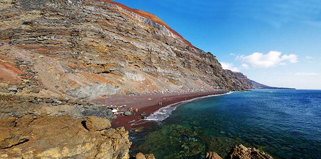 Playa del Verodal, El Hierro, Canarias, España © gadzius / Shutterstock