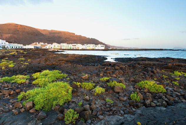 Playa de Órzola, Lanzarote, Canarias, España © Michael Thaler / Shutterstock