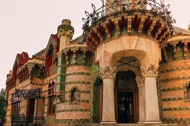 El fantástico Capricho de Gaudí en Comillas, Cantabria, España © Icruci / Shutterstock