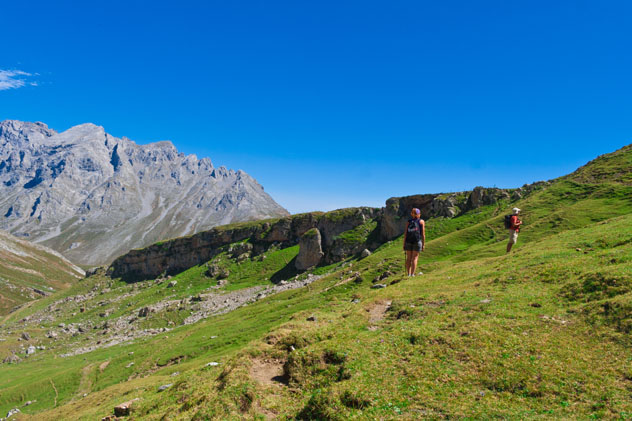 De ruta por los Picos de Europa, Cantabria, España © IRMA Sánchez / Shutterstock