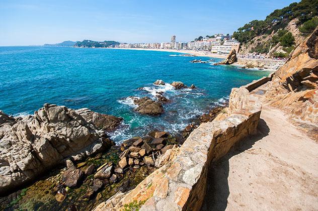 Lloret de Mar desde el Camí de ronda, ruta por la Costa Brava, Cataluña por carretera