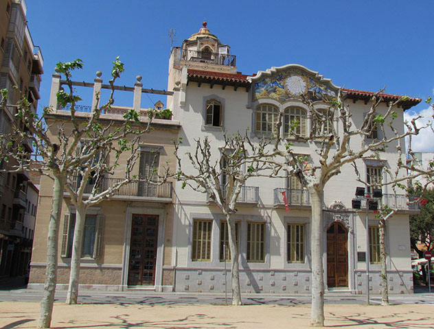 Casa Patxot de Sant Feliu de Guíxols, ruta por la Costa Brava, Cataluña por carretera