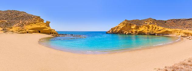 Vacaciones de proximidad: viajar a las playas de Murcia, España