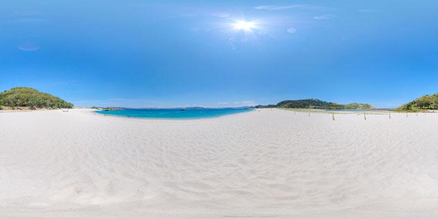Ir a la playa más hermosa del mundo en las islas Cíes, Galicia, España