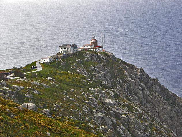 Faro del cabo Finisterre, Galicia, España por carretera