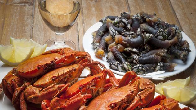 Vino blanco y marisco, Galicia, España © JIL Photo / Shutterstock