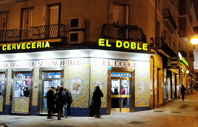 Cervecería El Doble, calle Ponzano, Madrid, España © Cassandra Gambill / Lonely Planet