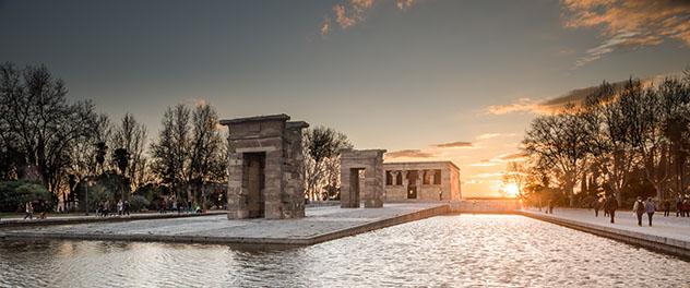Templo de Debod al atardecer, Madrid, España © Pablo Angel Colina Cevas / Shutterstock