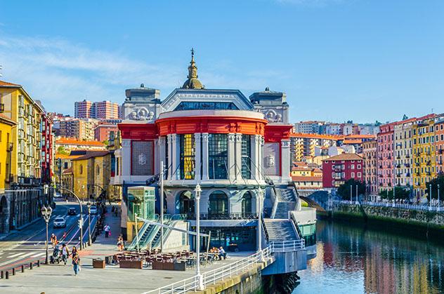 Mercado de la Ribera, Casco Viejo de Bilbao, País Vasco, España © Jon Chica / Shutterstock