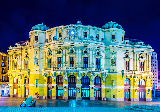 Teatro Arriaga, Casco Viejo de Bilbao, País Vasco, España © trabantos / Shutterstock