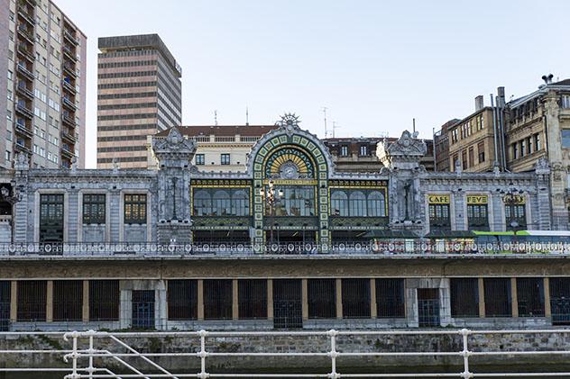 Estación de tren de Bilbao, País Vasco, España