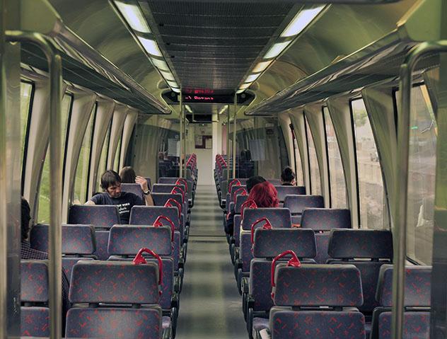 Interior del tren Feve, norte de España