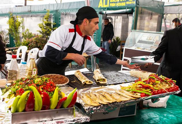Kebab en la parrilla, Estambul, Turquía © Seqoya / Shutterstock