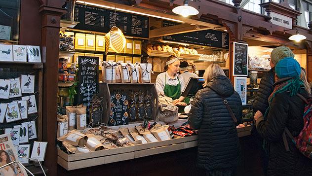 Vanha Kauppahalli, Helsinki, Finlandia © Telia / Shutterstock