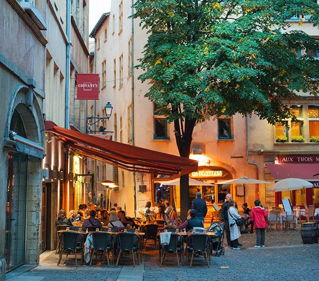 Uno de los 'bouchon' tradicionales de Lyon, Francia © Elena Pominova / Shutterstock