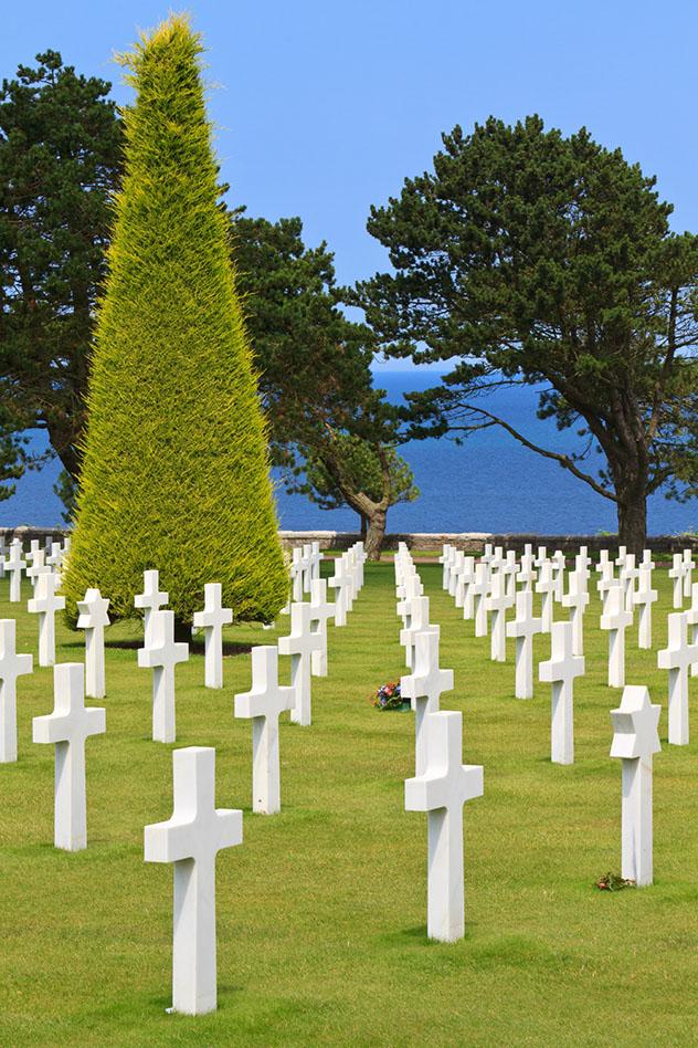 El sobrecogedor cementerio americano en Colleville-sur-Mer, Normandía, Francia © Bertl123 / Shutterstock