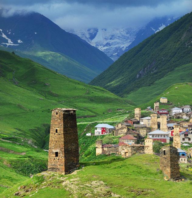 Casas-torre, Ushgulli, Svaneti, Georgia © Maya Karkalicheva / Getty Images / Moment RF