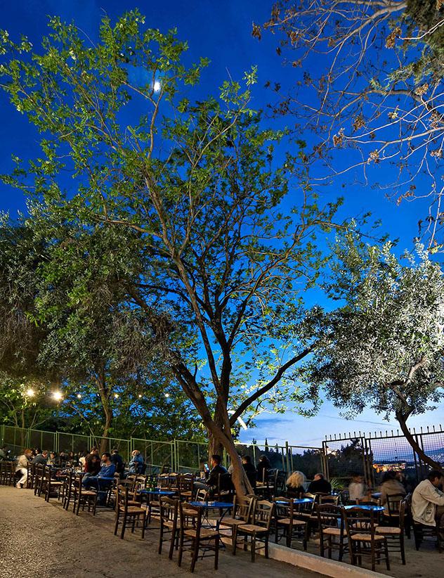 La terraza privilegida del Dioskouri es ideal para tomarse un café, Atenas, Grecia © www.dioskouriathens.gr