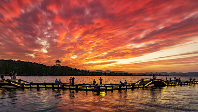 Lago Oeste al anochecer, Hangzhou, China © Haitao Zhang / Getty Images