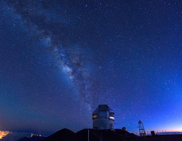 Cielo oscuro: observatorio de Mauna Kea, Hawái