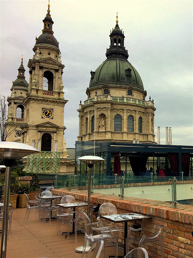 Vistas de Budapest desde el bar de azotea High Note Roof Bar