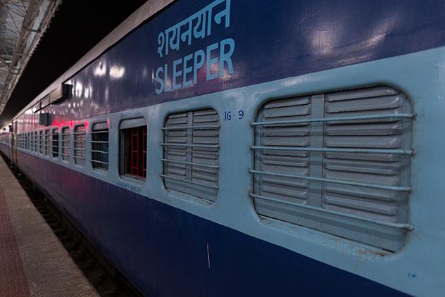 Tren nocturno en la India. Viaje sostenible Lonely Planet