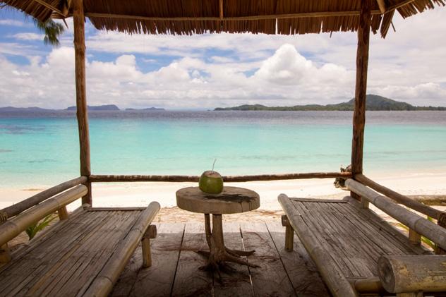 Choza en la playa, Raja Ampat, Indonesia © Raffaella Galvani / Shutterstock