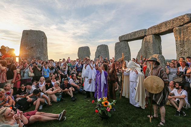 Celebración del solsticio de verano en Stonehenge, Wiltshire, Inglaterra
