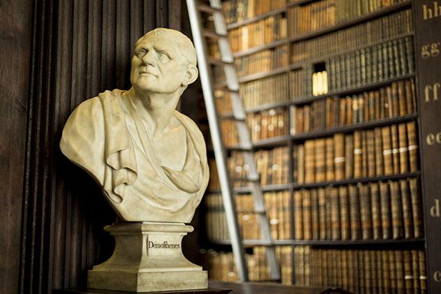 Biblioteca del Trinity College, Dublín, Irlanda © Martina Lanotte / Shutterstock