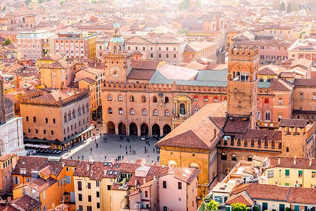 Parada del 'Grand Tour': Bolonia, piazza Maggiore