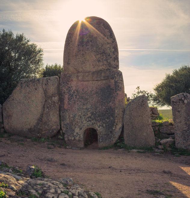 Tombe dei Giganti, Cerdeña, Italia © Daniele Carotenuto Photography / Getty Images