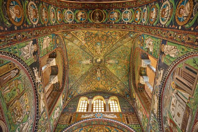 Los espectaculares mosaicos de la Basilica di San Vitale, Ravena, Emilia-Romaña, Italia © theJIPEN / Getty Images
