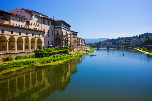 Corredor de Vasari desde el Ponte Vecchio, Florencia, Italia © Sailorr / Shutterstock
