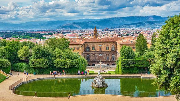 Panorámica de la ciudad desde los jardines del Palazzo Pitti, Florencia, Toscana, Italia © SenSeHi / Shutterstock