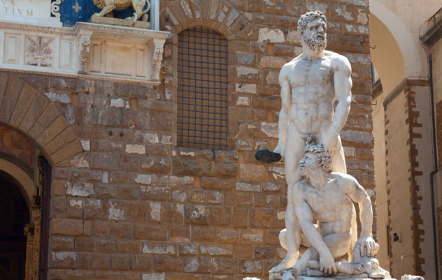 Hércules y Baco ante la fachada del Palazzo Vecchio, Florencia, Italia © Yevgen Belich / Shutterstock