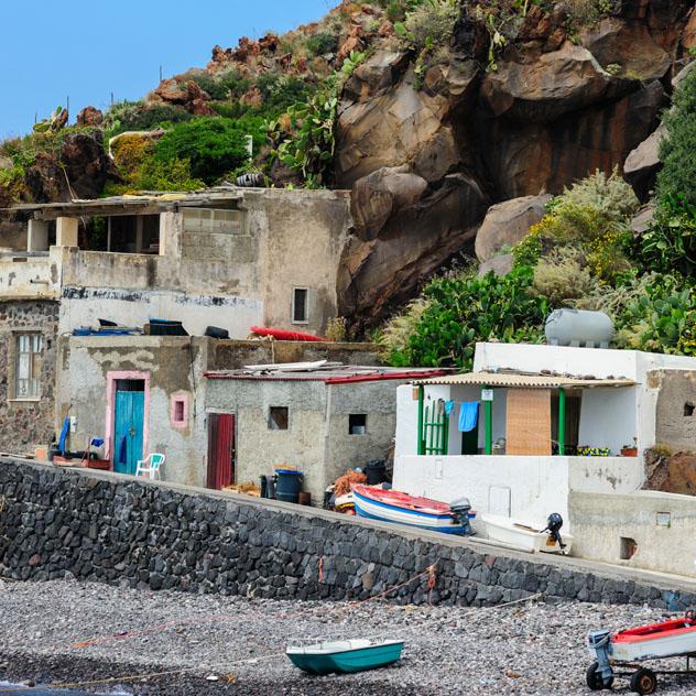 Alicudi es el lugar ideal para alejarse del mundanal ruido, Islas Eolias, Italia © EugeniaSt / Shutterstock
