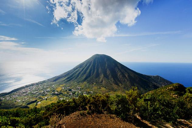 La verde Salina, Islas Eolias, Italia © Adrienne Pitts / Lonely Planet