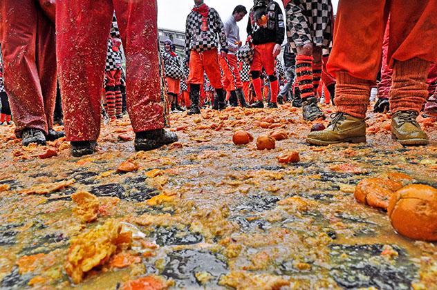 Fiesta en Ivrea, el carnaval de Ivrea, Italia