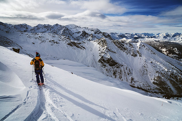 Disfrutando de la nieve en Sestriere, Piamonte, Italia © Federico Ravassard / Getty Images