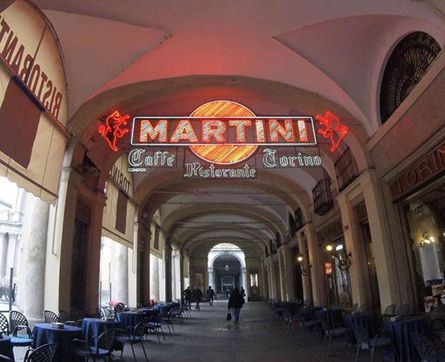 El Caffè Torino es un local clásico donde tomar el aperitivo, Turín, Piamonte, Italia © www.caffe-torino.it