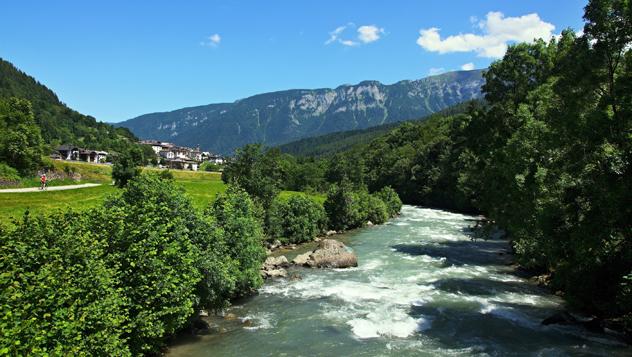 Italia, río Noce © bikemp / Shutterstock