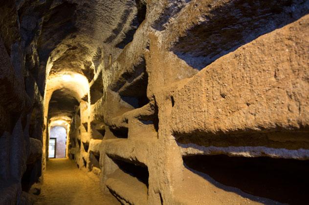 Catacumbas de San Callisto, Roma, Italia © David Soanes / Shutterstock