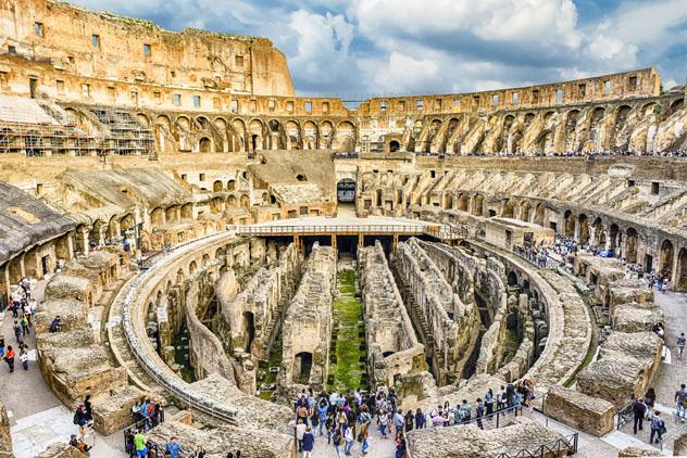 El Coliseo de Roma ayuda a atraer a más de 14 millones de turistas cada año a esta ciudad rebosante de cultura, Italia © Marco Rubino / Shutterstock