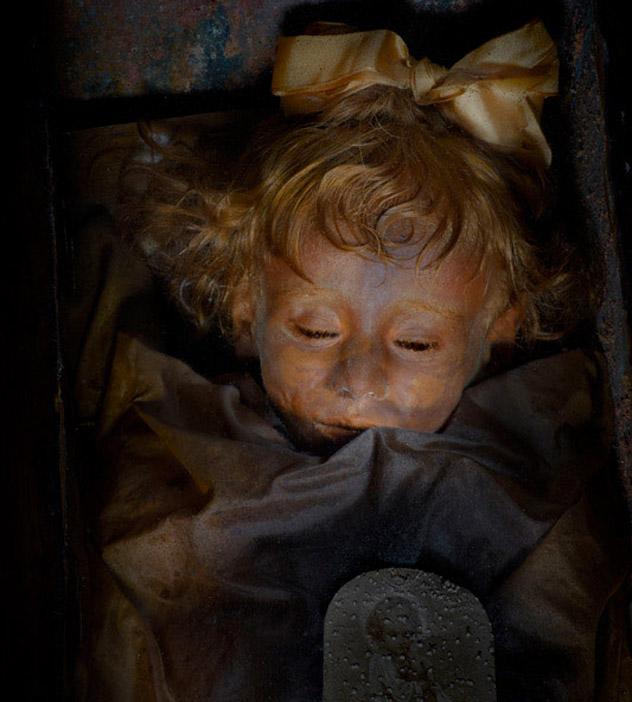 La momia de La Bella Durmiente de Palermo, en las catacumbas, Palermo, Sicilia, Italia © Carlo Vannini / www.palermocatacombs.com