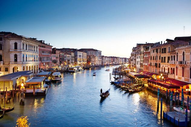 Los románticos canales de Venecia no son el mejor lugar para compartir con una pareja, Italia © Matt Munro / Lonely Planet